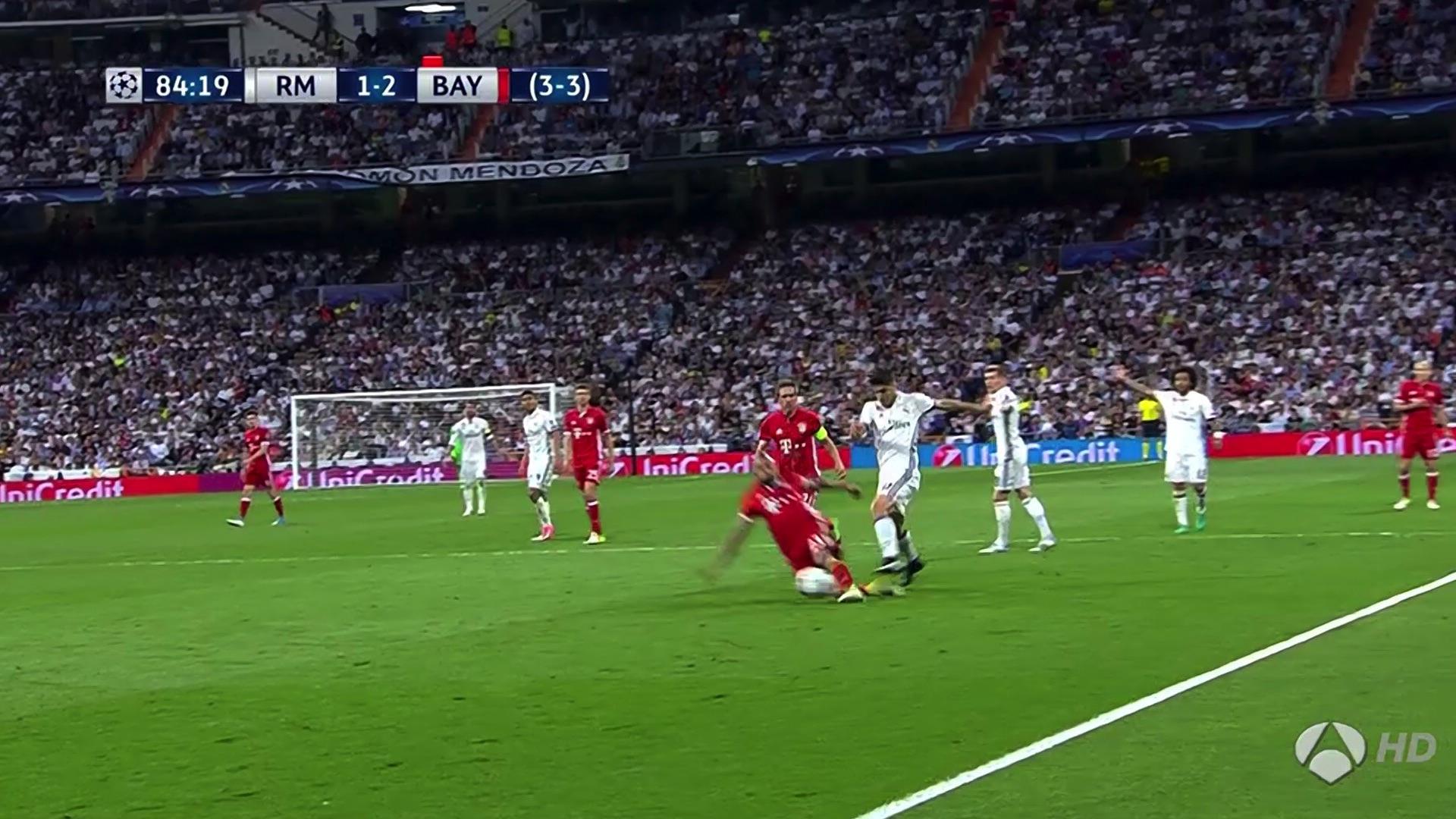 Arturo Vidal Real Madrid Bayern Munich UCL 18042017