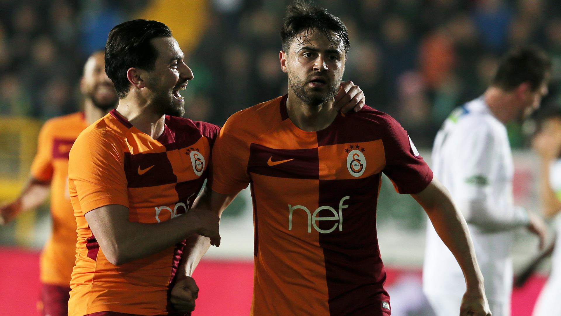 Chaos in Istanbul: Spielabbruch nach Attacke auf Besiktas-Trainer