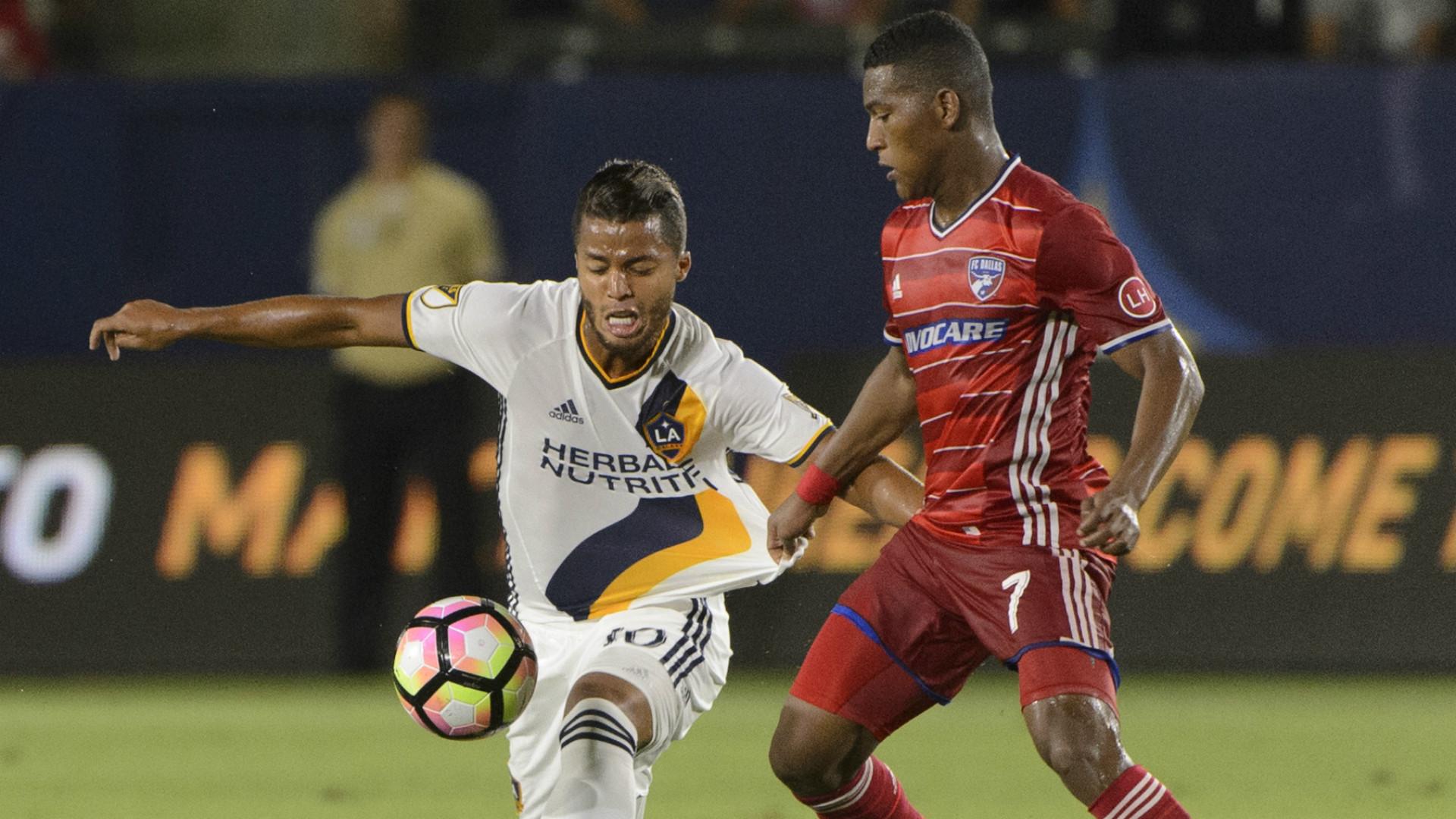 Gio Dos Santos Carlos Gruezo MLS 08102016