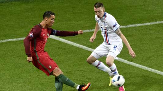 Cristiano Ronaldo Birkir Saevarsson Portugal Iceland Euro 2016