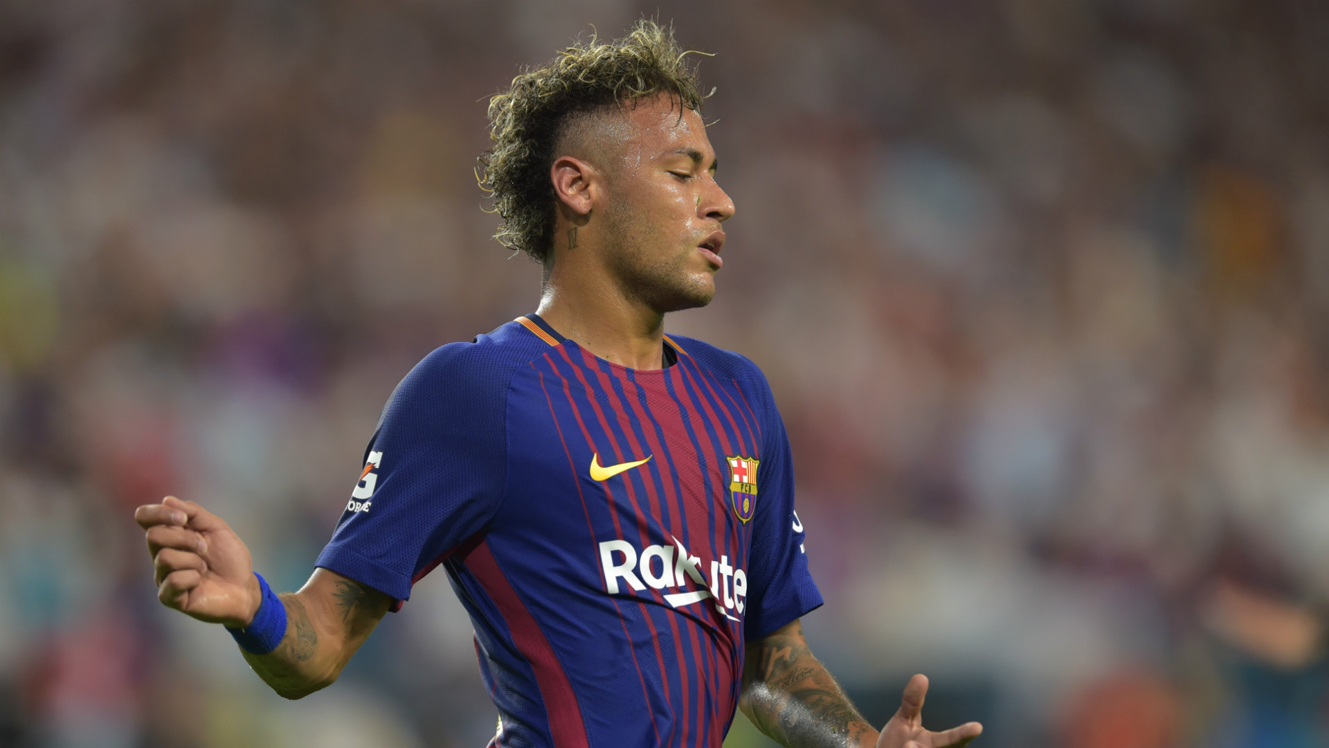Barcelona let Neymar miss training as PSG close in