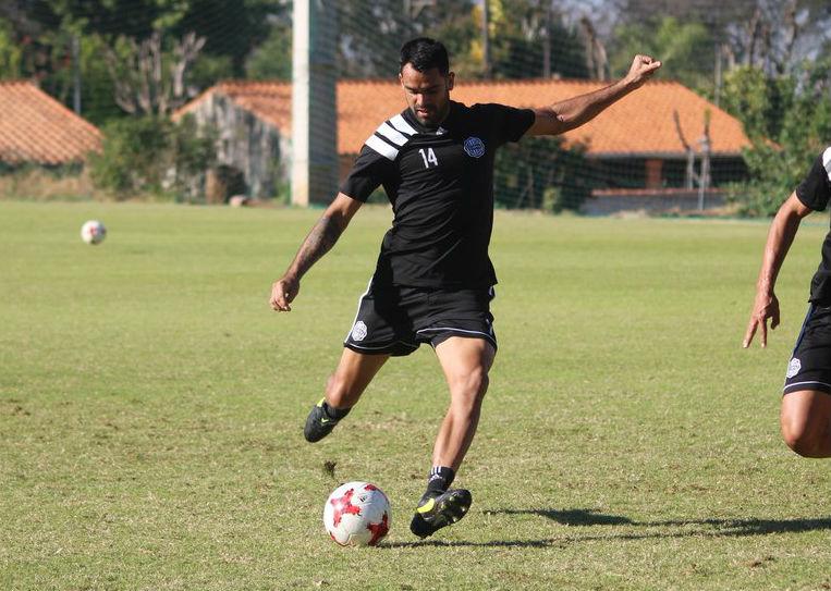 El paraguayo Darío Verón se lesionó y no estará contra Chile