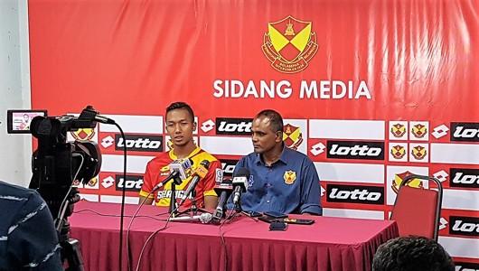 Selangor head coach P. Maniam (right) and Adam Nor Azlin following their match against Pulau Pinang 21/1/2017