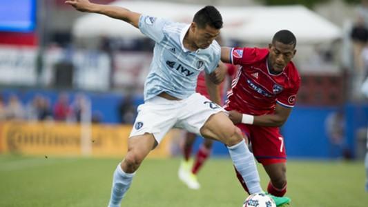 Roger Espinoza Carlos Gruezo FC Dallas Sporting Kansas City MLS