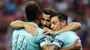 Arsenal celebrate vs PSG