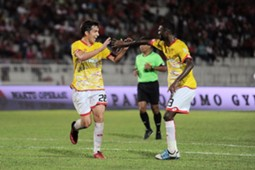 Selangor's Juliano Mineiro (left) celebrates his goal against Kelantan with S. Veenod 25/2/2017