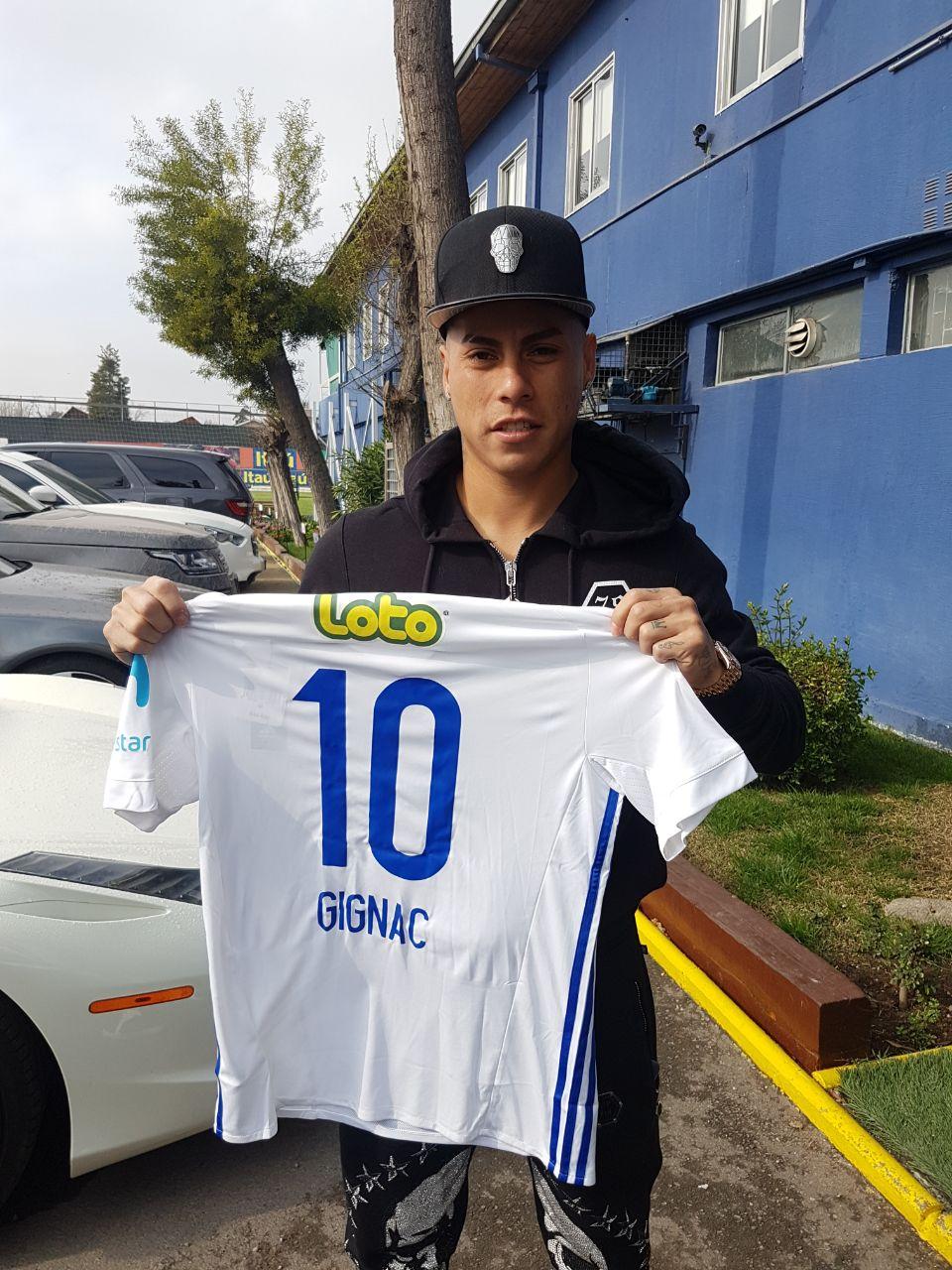 Vargas, con la camiseta de Universidad de Chile y el nombre Gignac