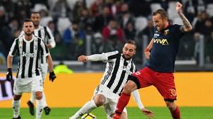 Gonzalo Higuain Luca Rigoni Juventus Genoa