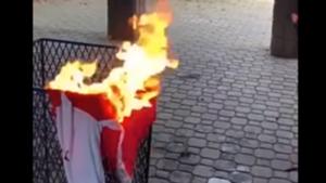 camiseta de Arsenal de Alexis Sánchez, quemada