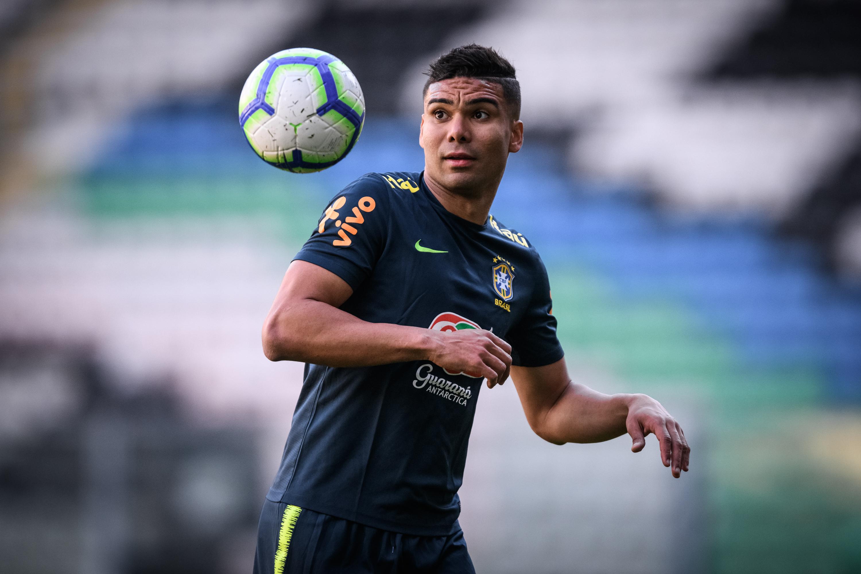 Casemiro treina com a seleção brasileiro em Porto antes de amistoso da seleção