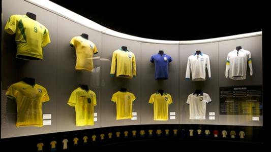 Seleção Brasileira  relembre todas as camisas usadas em Copas do Mundo  332b221d8e55e