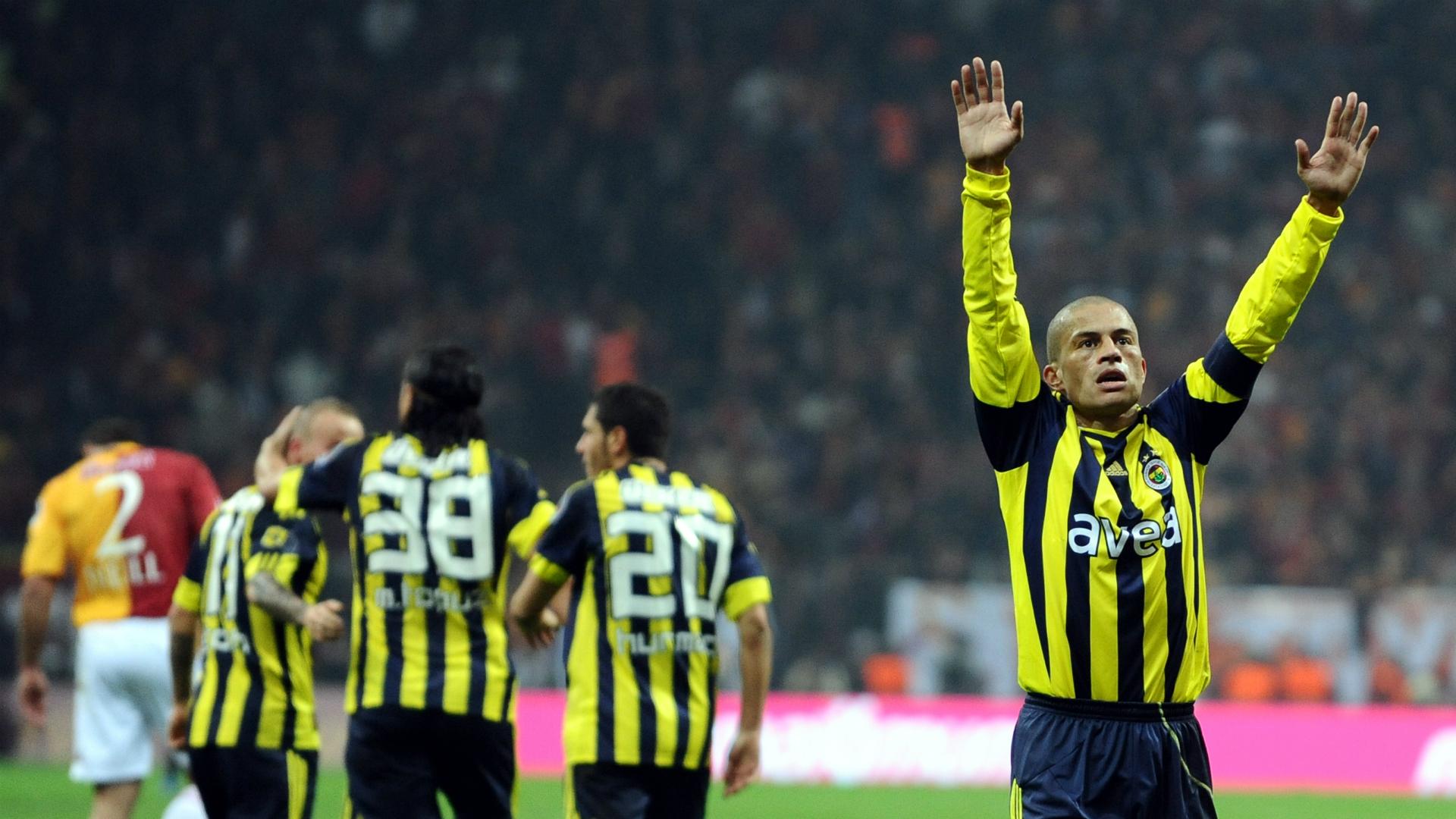 Galatasaray Fenerbahce Alex de Souza 2011