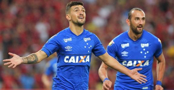 AFP Flamengo Cruzeiro Copa Libertadores 08082018 Giorgian De Arrascaeta Hernan Barcos