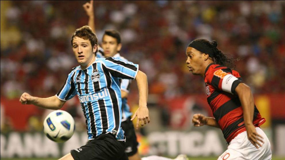 Mario Fernandes Ronaldinho Gremio Flamengo