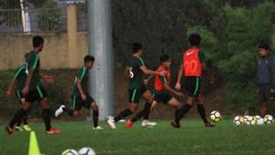 Latihan Indonesia U-16 Hujan