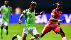 Burundi's midfielder Gael Bigirimana (R) marks Nigeria's forward Samuel Chukwueze during the 2019 Africa Cup of Nations