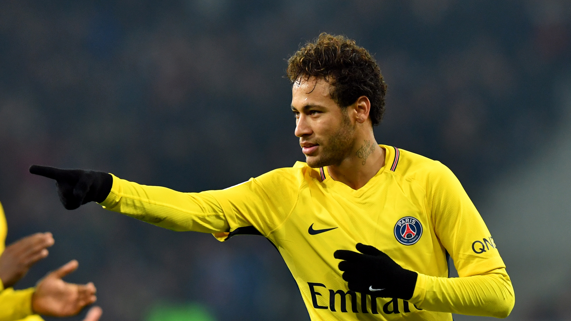 Transfer: Barcelona offer player, cash to PSG for Neymar