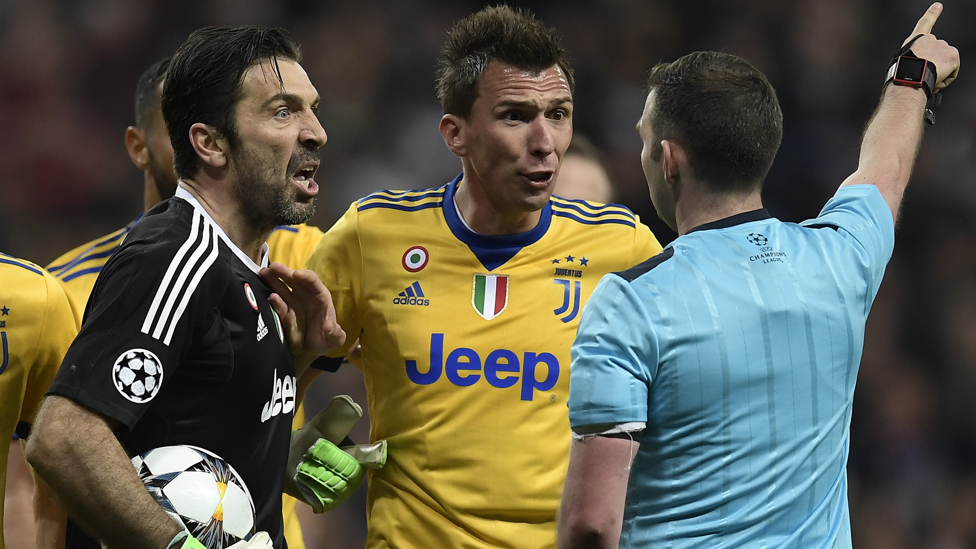 Juventus goalkeeper Gianluigi Buffon picks out football's five best goalkeepers right now