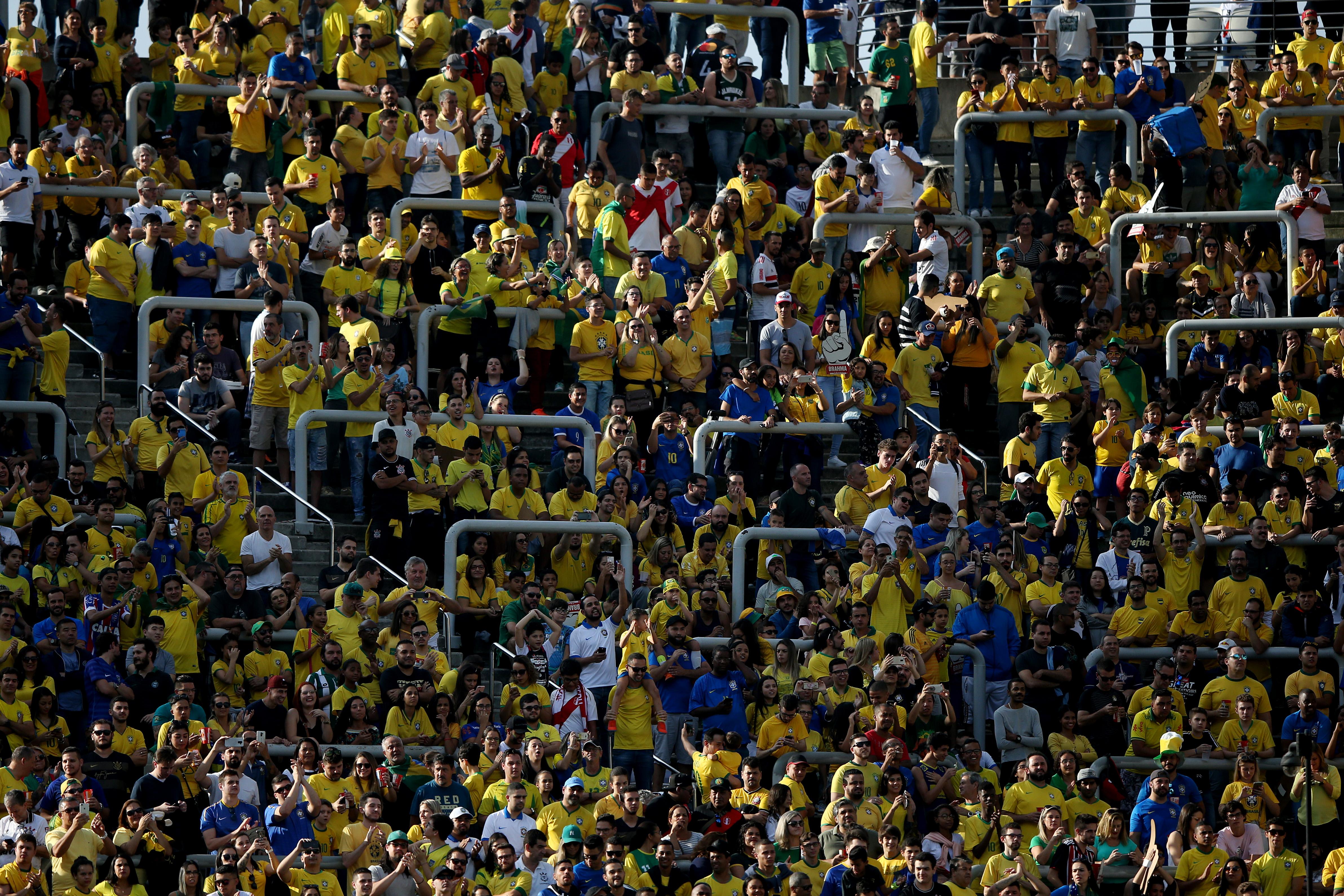 Torcida do Brasil antes do jogo contra o Peru