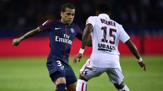 Video: Alves given straight red for dissent