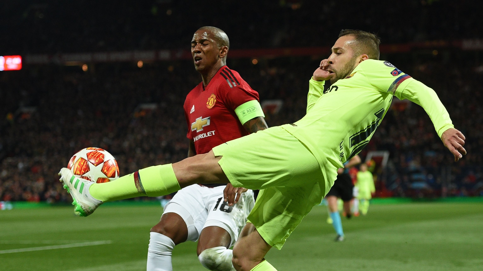 Jordi Alba, Ashley Young, Man Utd vs Barcelona, UCL 2018-19