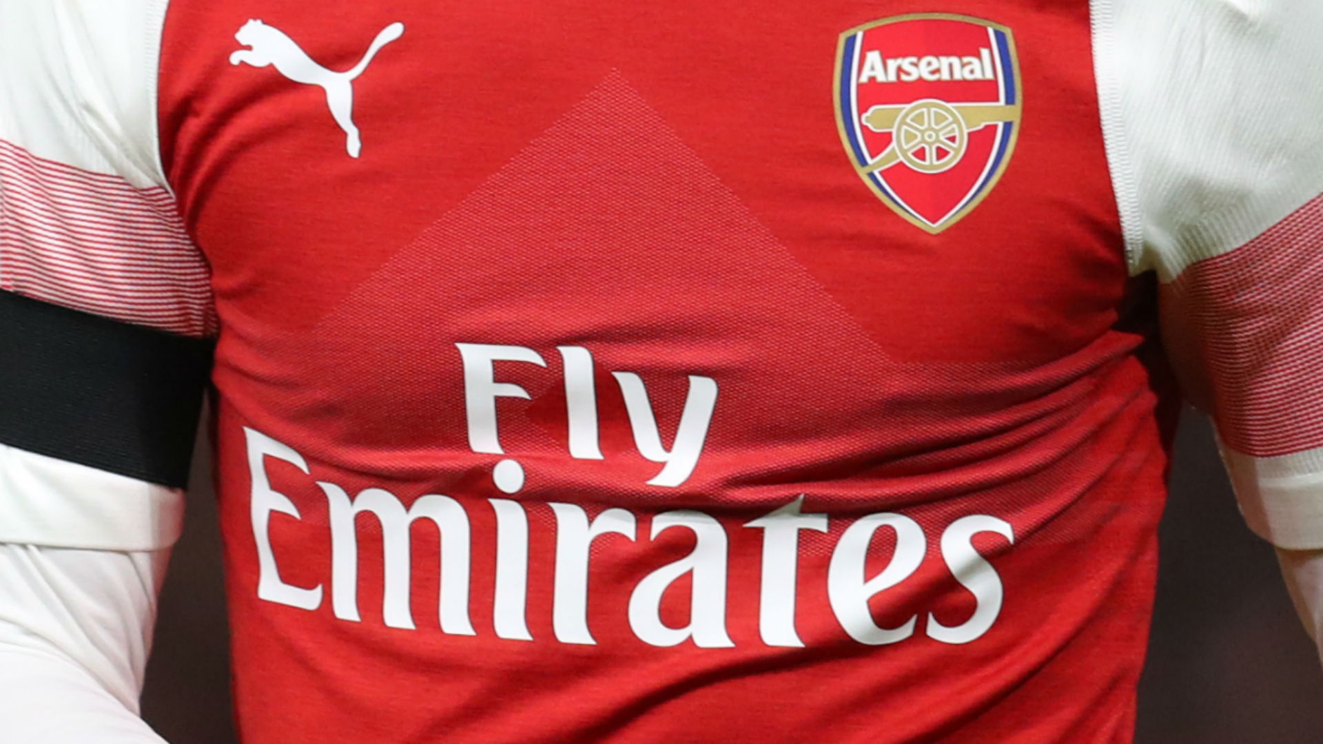 Arsenal Fly Emirates