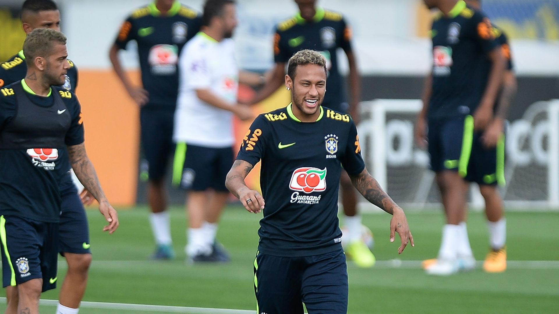 Efeito especial? Neymar faz gol improvável durante treino