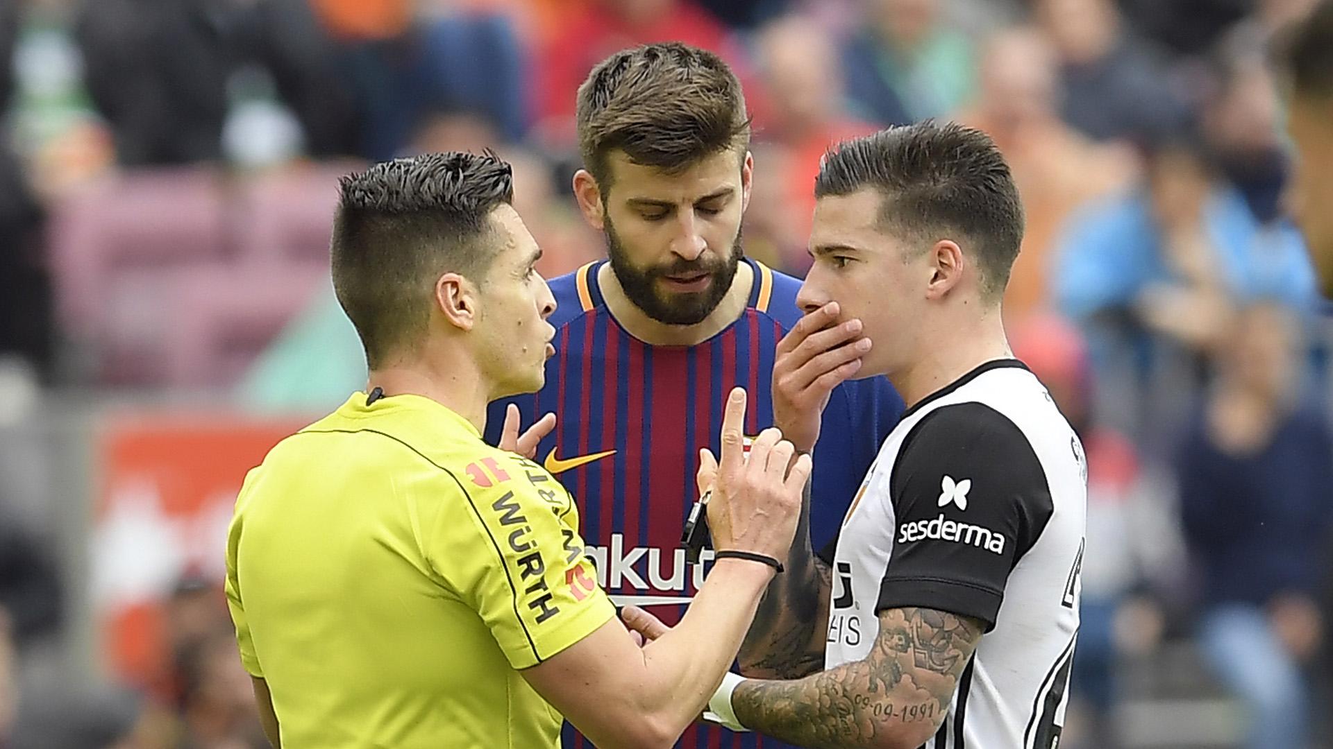 Gerard Pique Santi Mina Barcelona Valencia La Liga