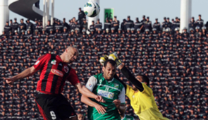 Algeria's USM Alger club player Nuredine Daham (L) fights for the ball with Kuwait's Al-Arabi Kader Fall