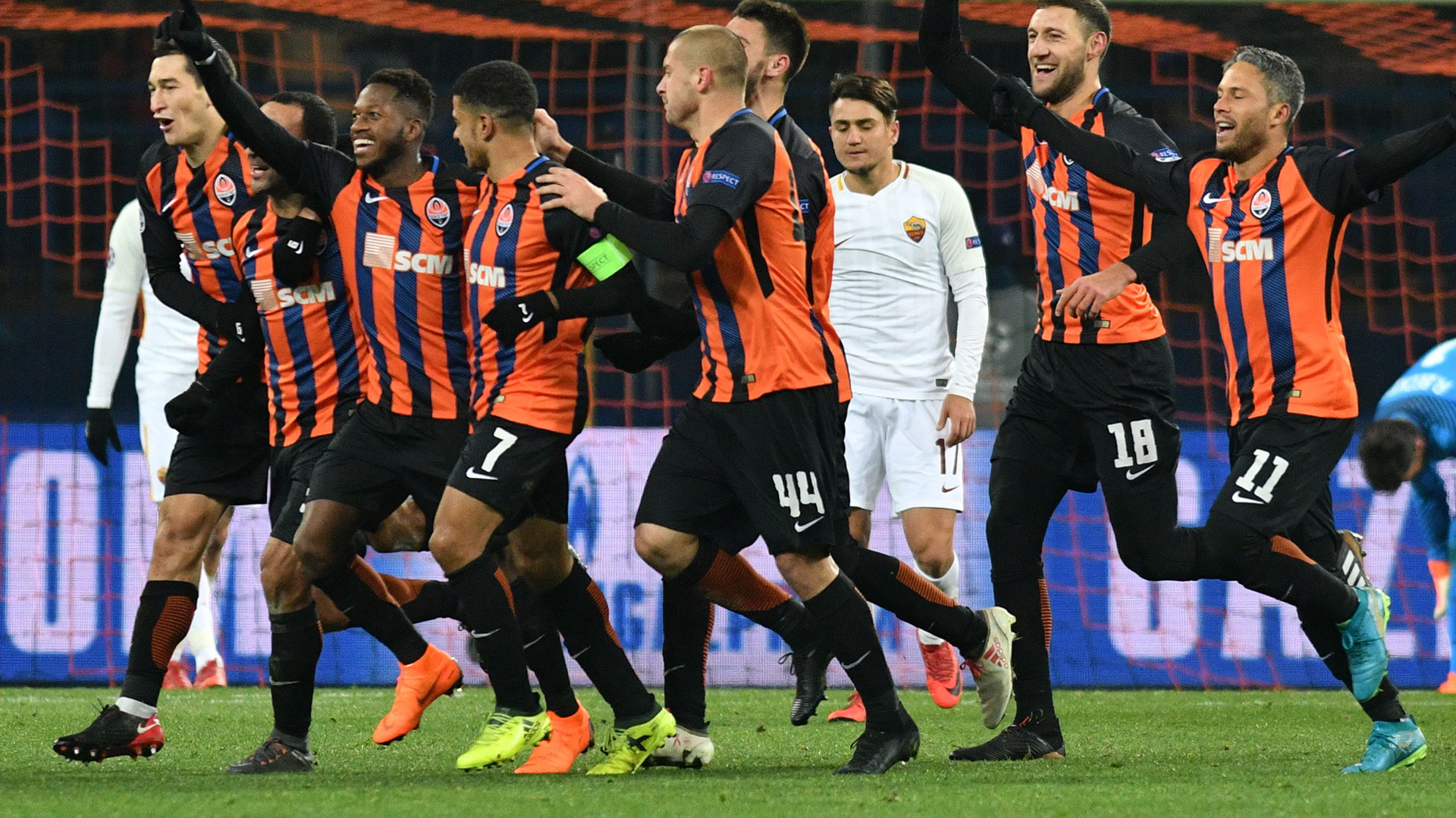 Shakhtar celebrating vs Roma Champions League