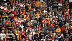 Satu Orang Tewas Dikeroyok Di Stadion Gbla Diduga Suporter
