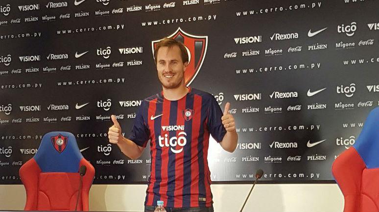 Hernán Novick firmó con Cerro Porteño