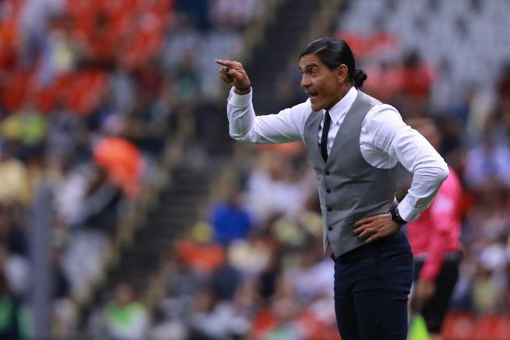 Alan Pulido ofrece disculpas a los aficionados de Chivas
