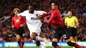 Michy Batshuayi Chris Smalling Manchester United Valencia UEFA Champions League 02102018