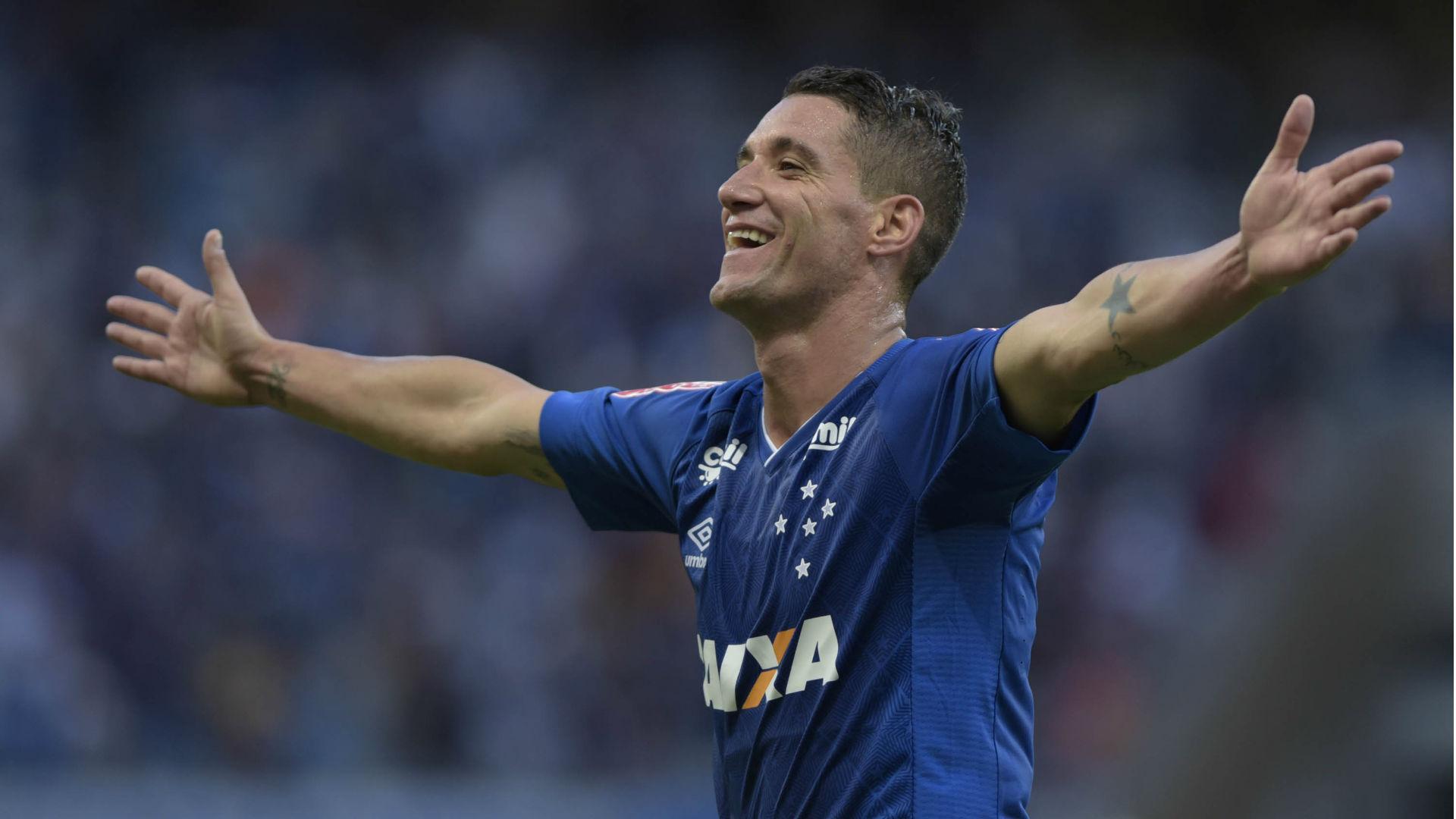 Thiago Neves  Cruzeiro Palmeiras Brasileirão 09 07 2017