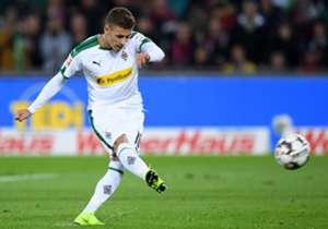 Simak siapa saja pemain terbuas musim ini di depan gawang dalam kompetisi Bundesliga hingga Senin (12/11)!