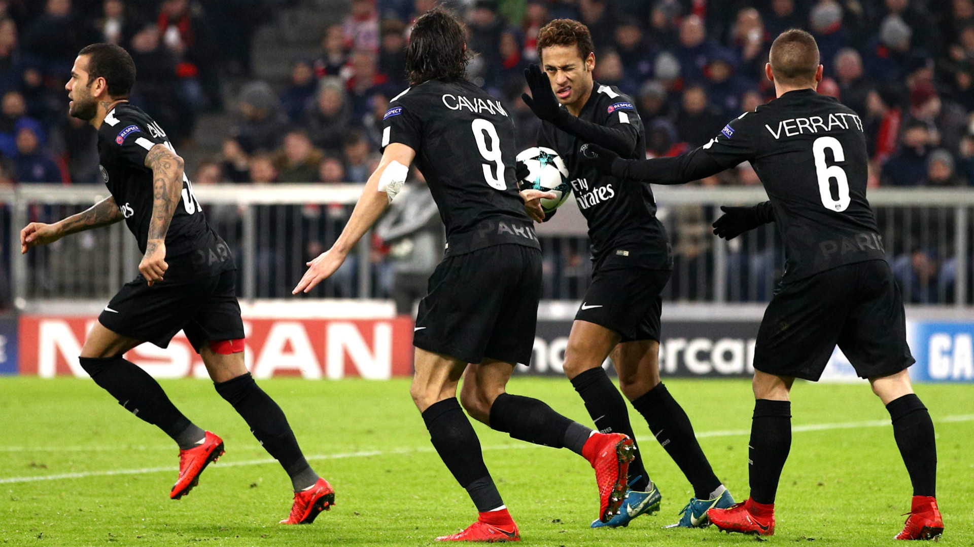 Neymar Cavani FC Bayern Munchen Paris Saint Germain Champions League 05122017