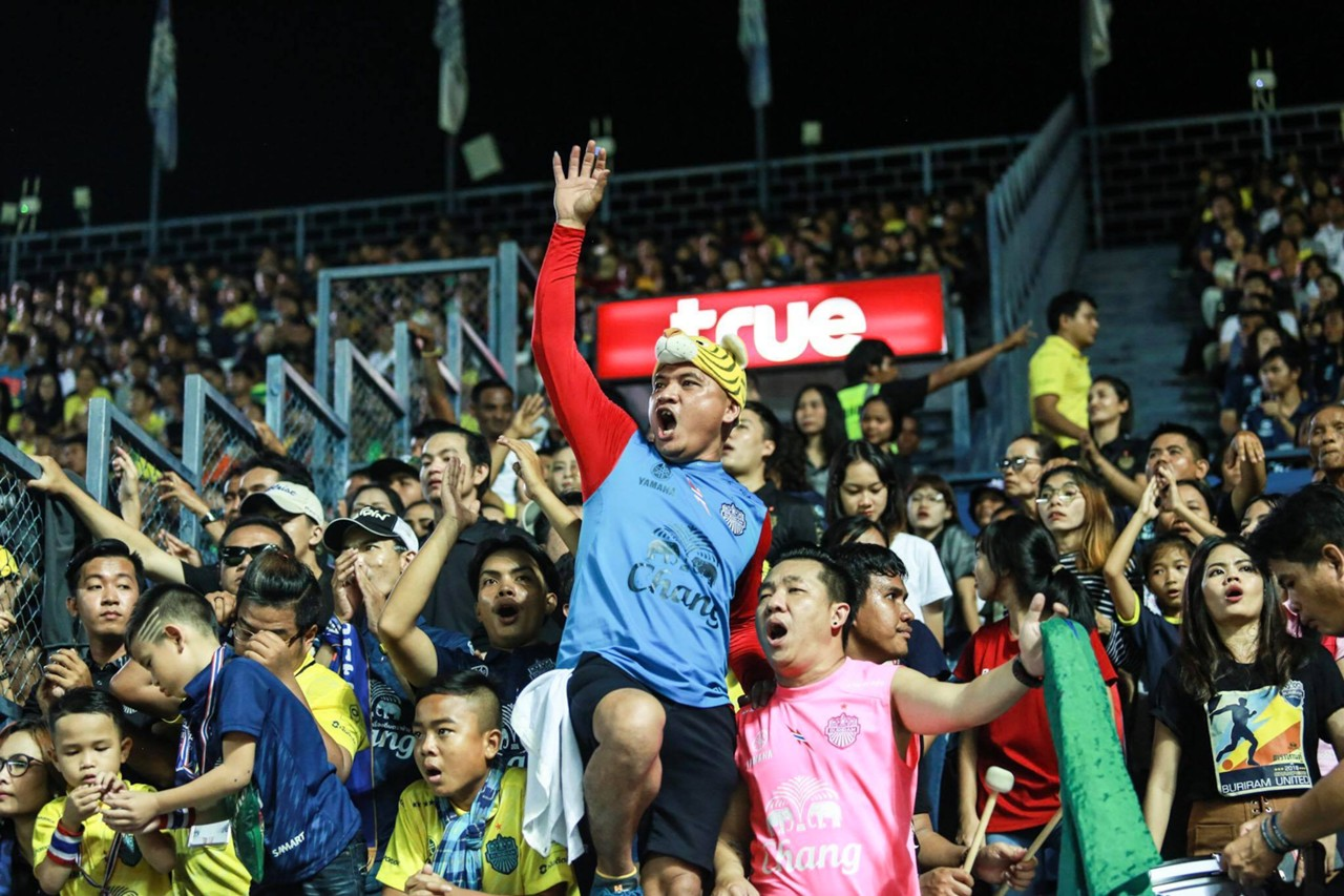 Image result for บุรีรัมย์ฉลองแชมป์ทุบสถิติผู้ชมสูงสุดไทยลีก