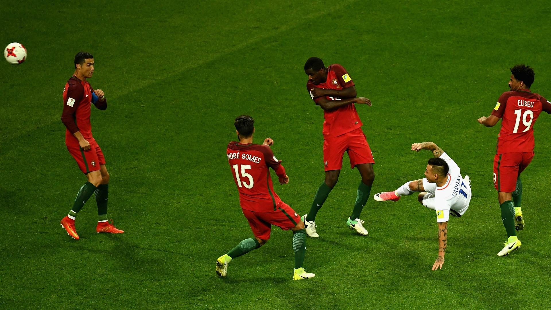 Eduardo Vargas Cristiano Ronaldo Chile Portugal 280617