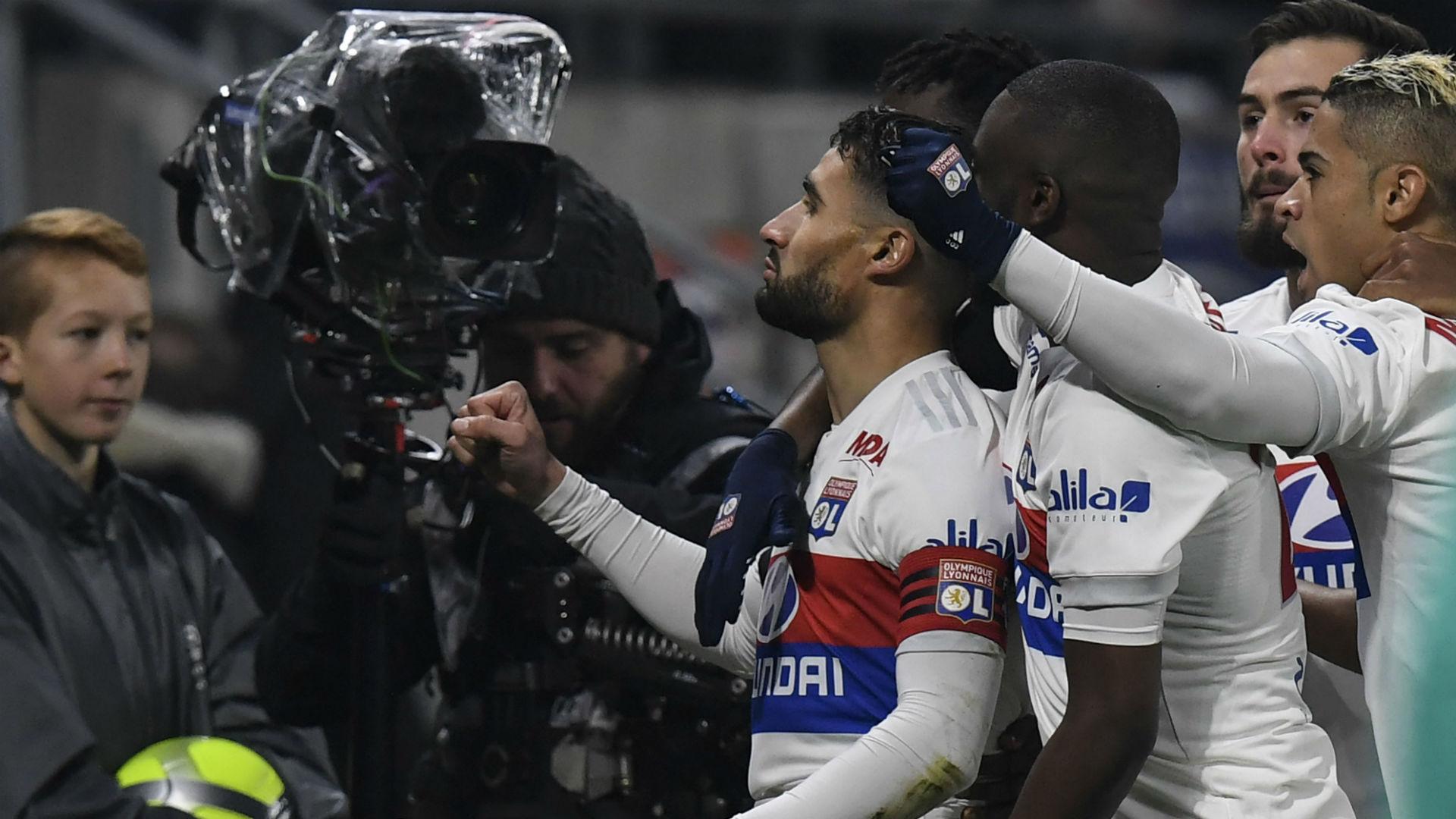 Depay scores victor as Lyon beat PSG
