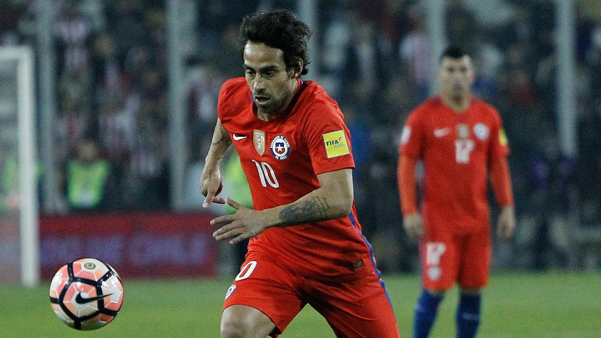 Pizzi regresa a Chile tras reunión con jugadores de La Roja