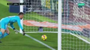 Neto Messi Valencia Barcelona ball over line