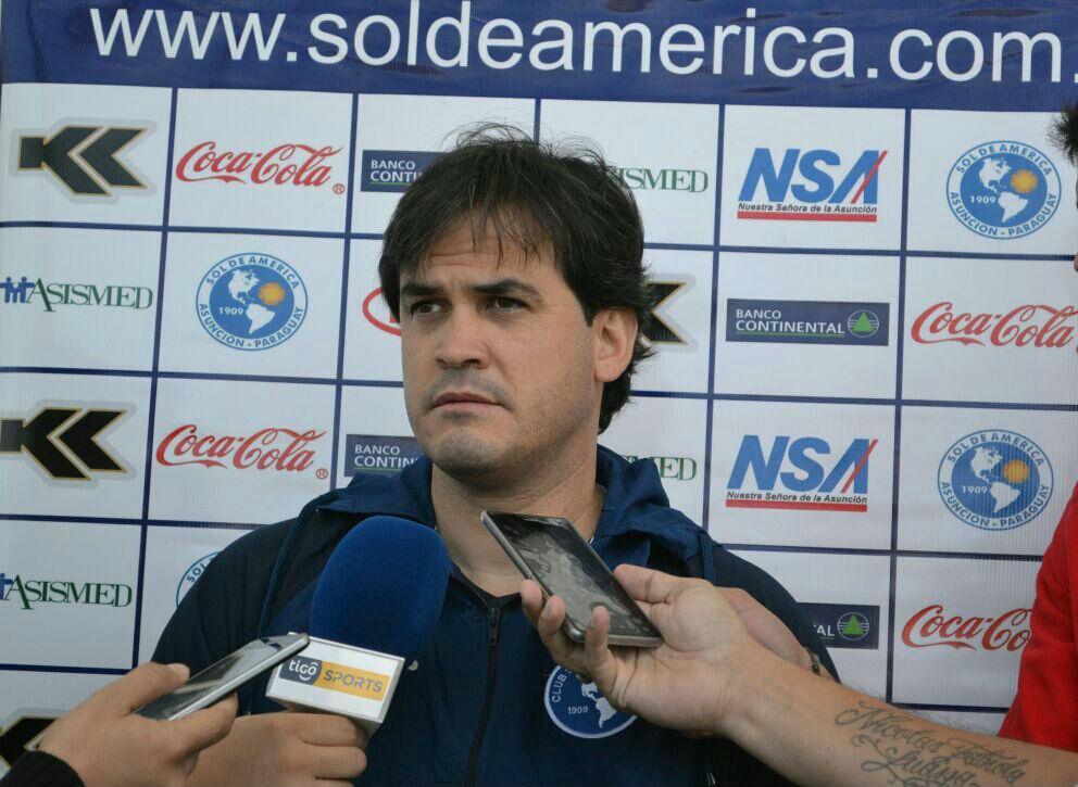 Gavilán dejó de ser el entrenador de Sol de América