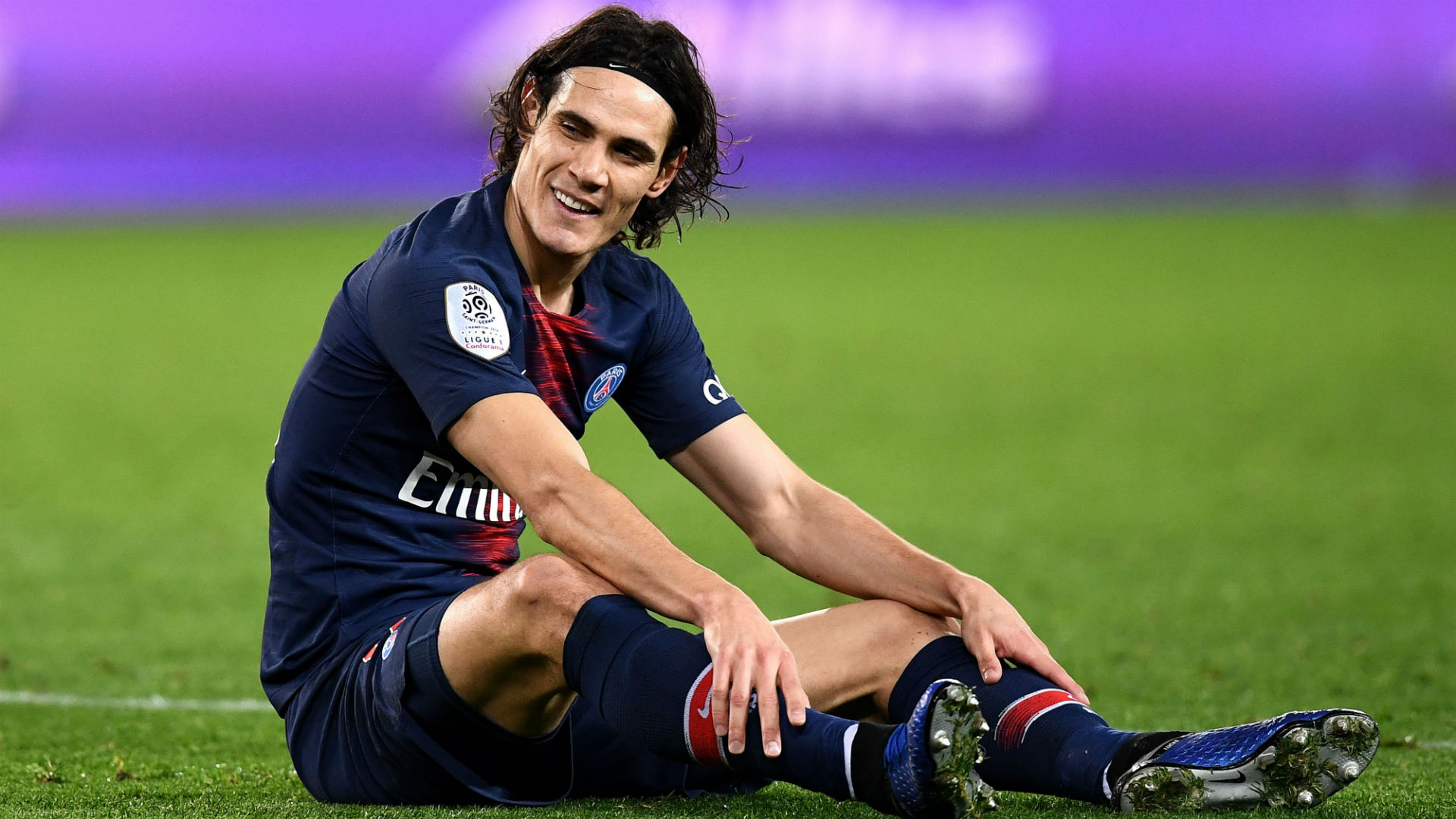 Edinson Cavani suffers thigh injury in PSG win