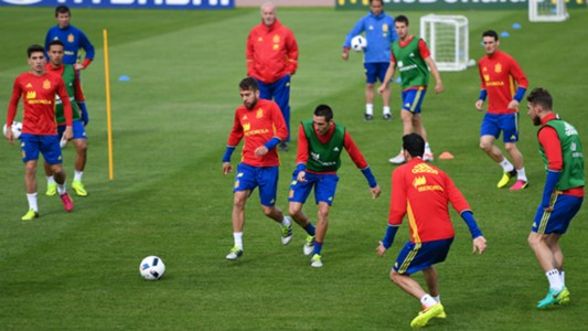 Spain squad train Euro 2016