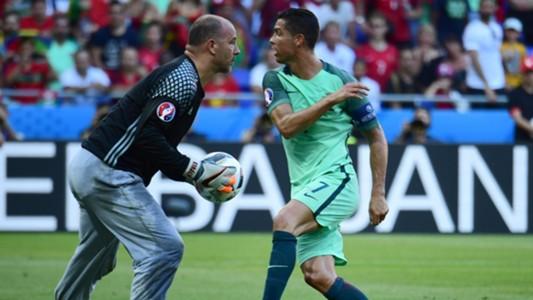Gabor Kiraly Ronaldo Hungary Portugal 06222016