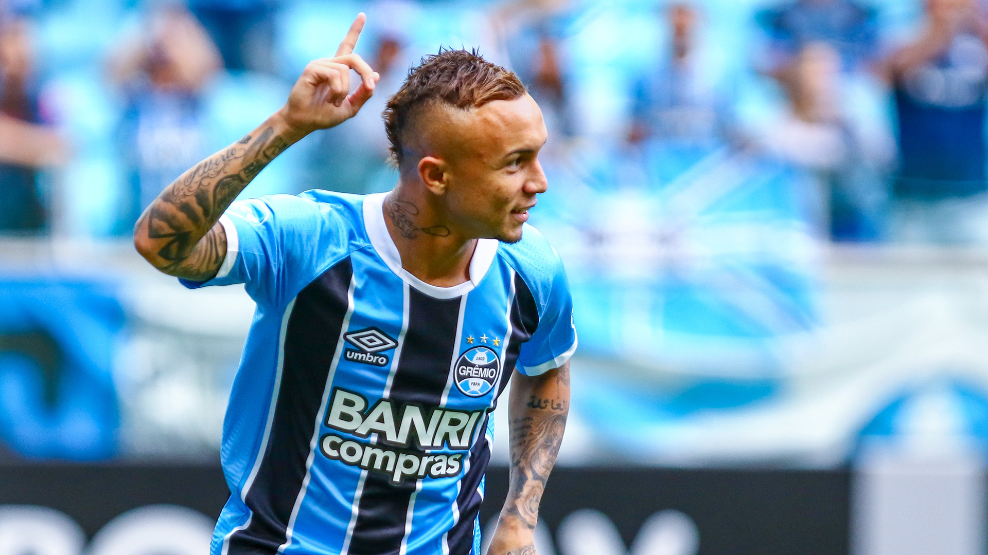 Who is Gremio star Everton Soares? Brazil's new sensation ...