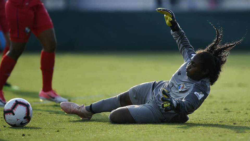 Panama's teenage goalkeeper becomes breakout star at Concacaf tournament, but next step isn't clear