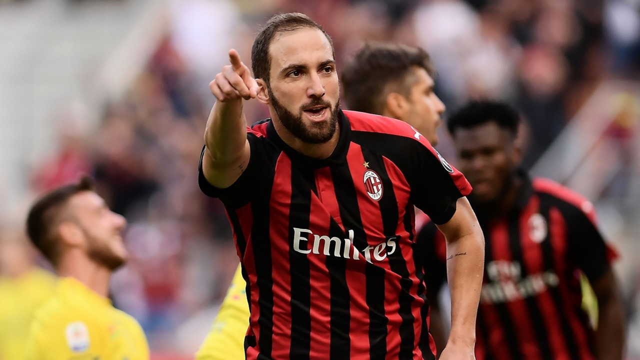 Suso hails 'champion' Higuain ahead of Milan derby