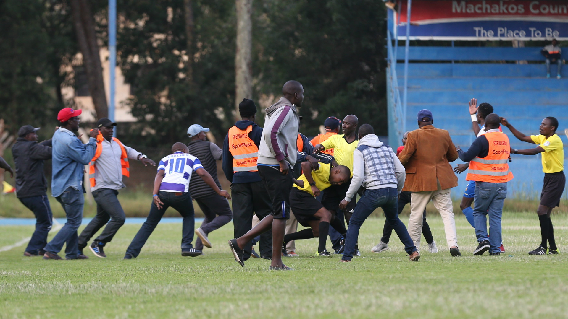 AFC Leopards players attack referee Mike Mwai at Machakos.